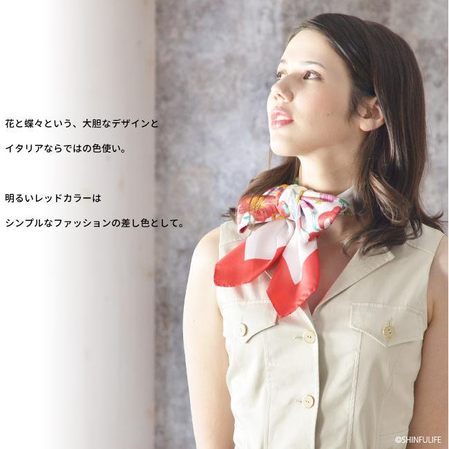 花柄 蝶々 シルクツイル フレイコモ スカーフ 正方形 大判 88x88<br>シルク100%  イタリア製  シルクスカーフ 巻き方や結び方を紹介 敬老の日 母の日 誕生日 プレゼント como バーミリオン レッド モデル写真