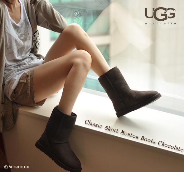 UGGのムートンブーツを日本でいち早く販売したショップです/UGG australia/アグ オーストラリア クラシック ショートブーツ/5825/靴/シープスキン/ブラック/モカシン/アグブーツ/ショート/正規品/ムートンブーツ/ブーツ/店舗/通販/UGGブーツ クリーニングも承り中!