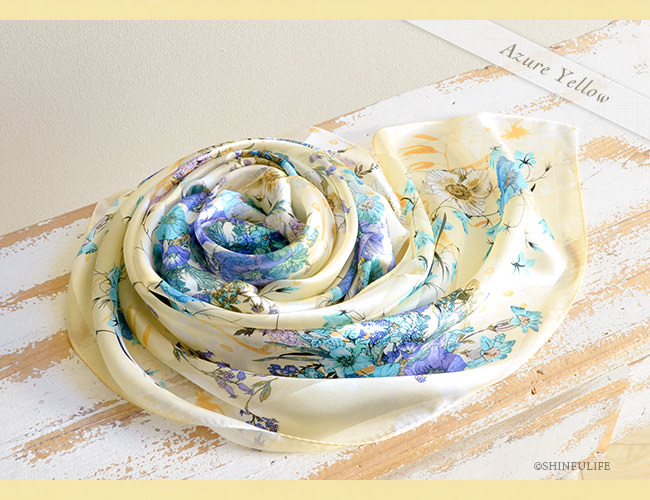 シルク スカーフ サテン 日本製 88x88 大判  正方形 プレスフラワー 花柄 フラワー シルク100% ブランド バッグ 帽子 ベルト 横浜スカーフ プレゼント 母 母の日 敬老の日 女性 誕生日 義母 義理の母 アジュールイエロー1