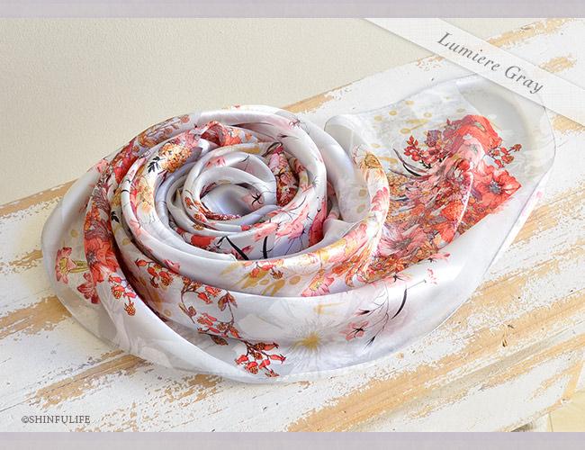 シルク スカーフ サテン 日本製 88x88 大判  正方形 プレスフラワー 花柄 フラワー シルク100% ブランド バッグ 帽子 ベルト 横浜スカーフ プレゼント 母 母の日 敬老の日 女性 誕生日 義母 義理の母 ルミエールグレー1