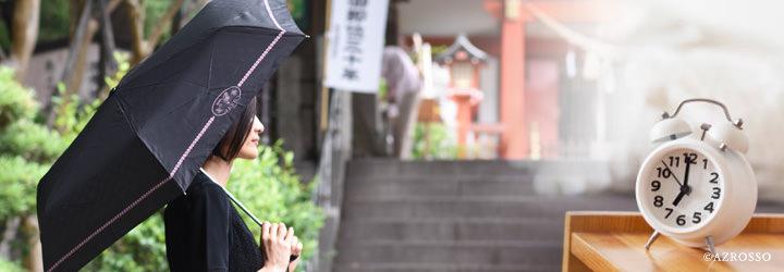 女性の日傘写真