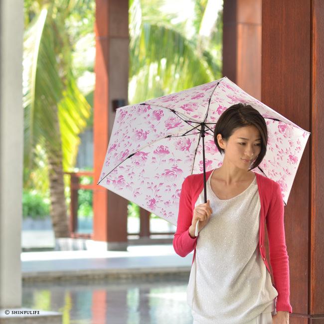 2016年春夏新作 超軽量 折りたたみ 日傘 UVカット ほぼ 100% ネージュローズ 晴雨兼用 <br />白 折りたたみ日傘 遮光 遮熱 UVION プレミアムホワイト 花柄 フラワー 日本製 紫外線対策 送料無料 モデル写真 ピンク